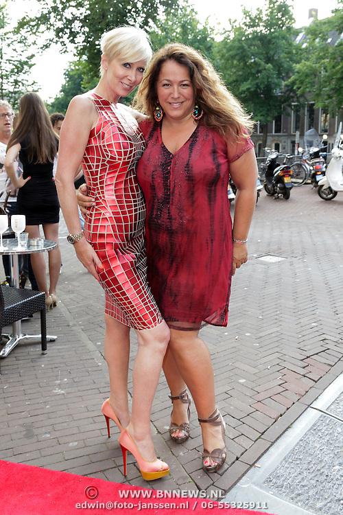 NLD/Amsterdam/20120706 - Verjaardagsfeest Gordon, Monique des Bouvrie en Tessa Koops