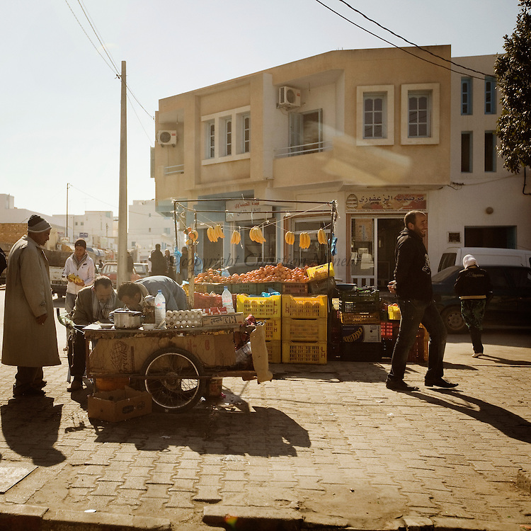 TUNISIA, SIDI BOUZID :Vendor fruits  in Sidi Bouzid where  Mohammed Bouazizi set himself alight on a cart in a protest against police oppression. Copyright Christian Minelli.