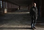 """Der Rissener Klaus Schomacker findet<br /> 75 Wohnungen für Flüchtlinge in seiner<br /> Nachbarschaft """"mutig"""". Zumal die Unterkunft<br /> nebenan auf 750 PLÄTZE erweitert wird."""