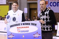 Nicholas Jacobson, zmagovalec v metanju trojk, in Jure Zdovc na Dnevu slovenske moske kosarke, 26. decembra 2008, na Planini, Kranj, Slovenija. (Photo by Vid Ponikvar / Sportida)
