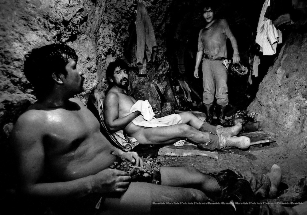 """Most of the richest seams of tin are located in """"kjoni"""" zones or hot spots. The teams known as """"mandingas"""" (devils) consist of seven miners and owe their name to the fact that they have to endure temperatures of 40º at their work station. Siglo XX tin mine. Llallagua, Bolivia."""