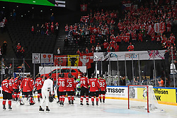 06.05.2017, AccorHotels Arena, Paris, FRA, IIHF WM 2017, Schweiz vs Slowenien, Gruppe B, im Bild Die Schweizer verabschieden sich bei den Fans nach dem Spiel // during the group B match of 2017 IIHF World Championship between Switzerland and Slovenia at the AccorHotels Arena in Paris, France on 2017/05/06. EXPA Pictures © 2017, PhotoCredit: EXPA/ Freshfocus/ Urs Lindt<br /> <br /> *****ATTENTION - for AUT, SLO, CRO, SRB, BIH, MAZ, ITA only*****