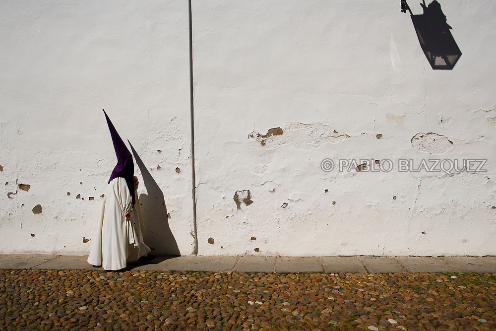 CORDOBA, SPAIN - MARCH 29: Penitents of La Sangre brotherhood arrive to Santo Angel Church in Capuchinos to take part in a procession during Easter Tuesday on March 27, 2018 in Cordoba, Spain. Spain celebrates the holy week before Easter with processions in most Spanish towns and villages. (Photo by Pablo Blazquez Dominguez)