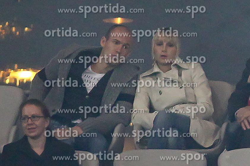 14.11.2010, Allianz Arena, Muenchen, GER, 1.FBL, FC Bayern Muenchen vs 1.FC Nuernberg, im Bild Arjen Robben (Bayern #10) auf der Tribuene , EXPA Pictures © 2010, PhotoCredit: EXPA/ nph/  Straubmeier+++++ ATTENTION - OUT OF GER +++++