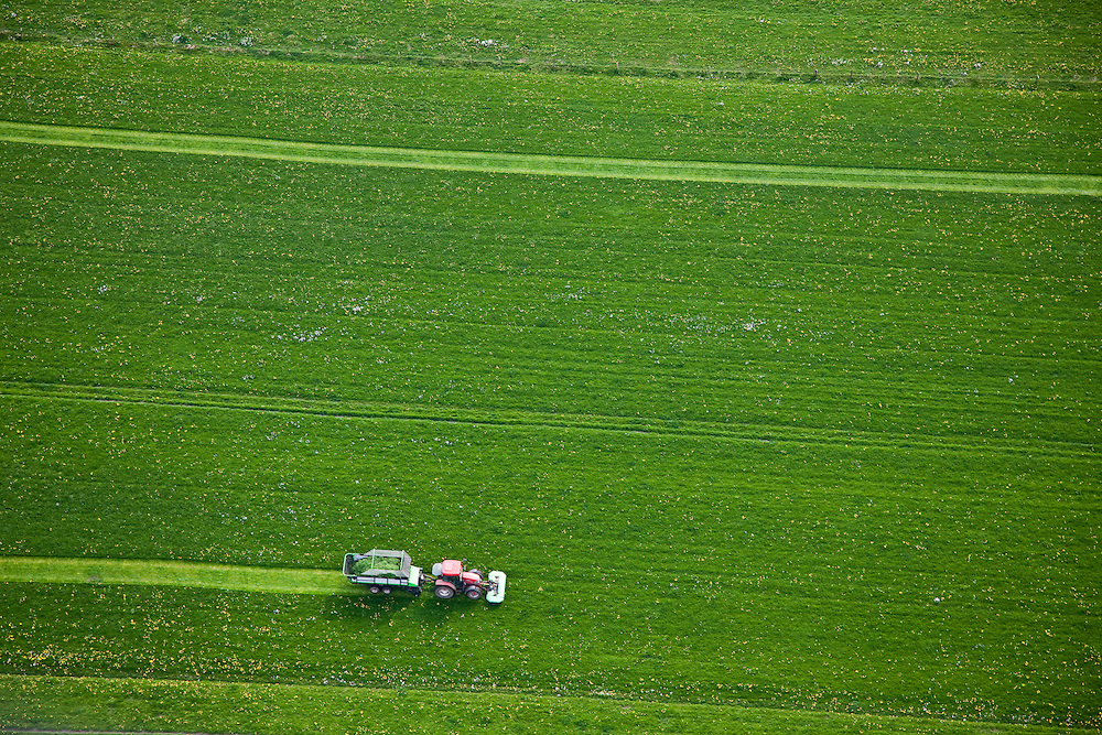 Nederland, Friesland, Gemeente Gaasterlan-Sleat, 28-04-2010; Gaasterland, .maaien van het eerste gras in het voorjaar. Polder Harich-Elahuizen, ten zuiden van Balk..The first mowing of grass in spring, , southeast Friesland..luchtfoto (toeslag), aerial photo (additional fee required).foto/photo Siebe Swart