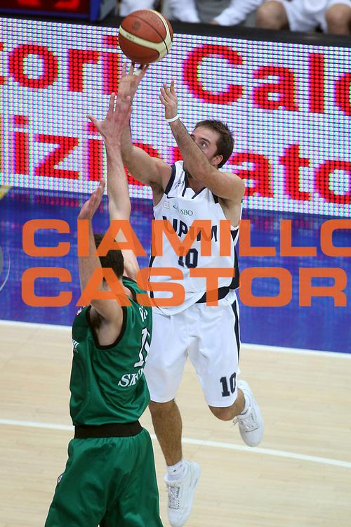 DESCRIZIONE : Bologna Lega A1 2007-08 UPIM Fortitudo Bologna Montepaschi Siena <br />GIOCATORE : Daniele Cavaliero<br />SQUADRA : UPIM Fortitudo Bologna<br />EVENTO : Campionato Lega A1 2007-2008 <br />GARA : UPIM Fortitudo Bologna Montepaschi Siena<br />DATA : 14/10/2007 <br />CATEGORIA : Tiro<br />SPORT : Pallacanestro <br />AUTORE : Agenzia Ciamillo-Castoria/G.Ciamillo