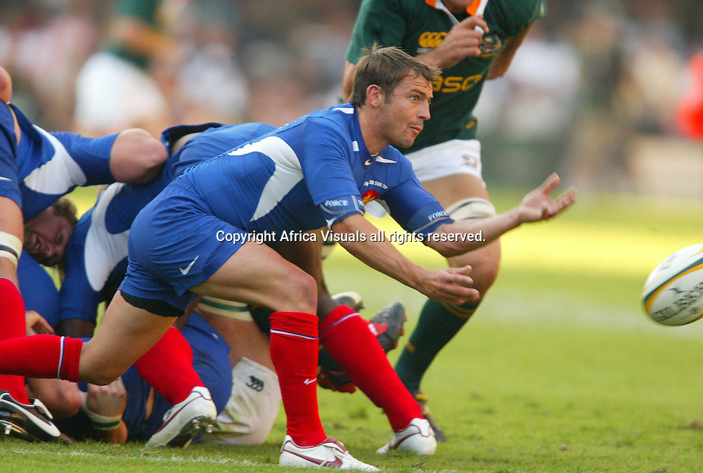 18/06/2005 South Africa vs France at the ABSA Stadium Durban South Africa - Jean-Baptista Elissalde off loads