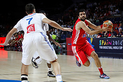 06.09.2014, Palacio de Deportes, Madrid, ESP, FIBA WM, Frankreich vs Kroatien, im Bild France´s Lauvergne (L) and Croatia´s Simon // during FIBA Basketball World Cup Spain 2014 match between France and Croatia at the Palacio de Deportes in Madrid, Spain on 2014/09/06. EXPA Pictures © 2014, PhotoCredit: EXPA/ Alterphotos/ Victor Blanco<br /> <br /> *****ATTENTION - OUT of ESP, SUI*****