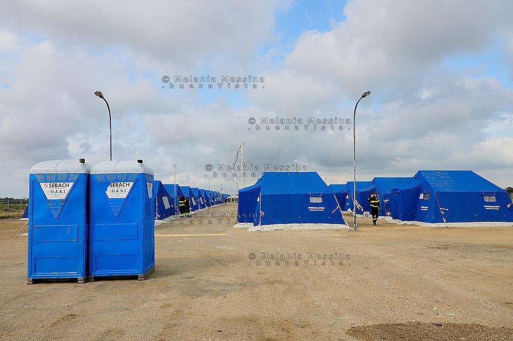 the tent cities set up at Chinisia, near the airport of Trapani Birgi to receive migrants from Lampedusa.<br /> Tendopoli allestita a Trapani per accogliere i migranti provenienti da Lampedusa