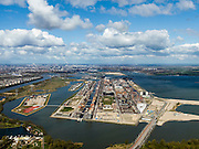 Nederland, Noord-Holland, Amsterdam, Stadsdeel Zeeburg, 16-04-2012; overzicht van IJburg, met in het midden het Haveneiland met hoogbouw,.Het kleinere eiland linksvoor is Rieteiland Oost met daarachter het Diemerpark (voormalige vuilstortplaats Diemerzeedijk). Rechts het zand van de eilanden van de tweede fase (IJburg II). Aan de horizon Amsterdam, Amsterdam-Noord en Waterland..Overview of IJburg, the new urban development district of Amsterdam, highrise buildings of the the Haveneiland( Harbour Island) (m). Skyline Amsterdam. .luchtfoto (toeslag), aerial photo (additional fee required);.copyright foto/photo Siebe Swart.