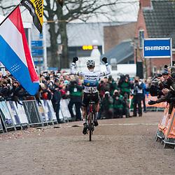 14-01-2018: Wielrennen: NK Veldrijden: Surhuisterveen<br /> Mathieu van der Poel pakt zijn vierde titel in Surhuisterveen