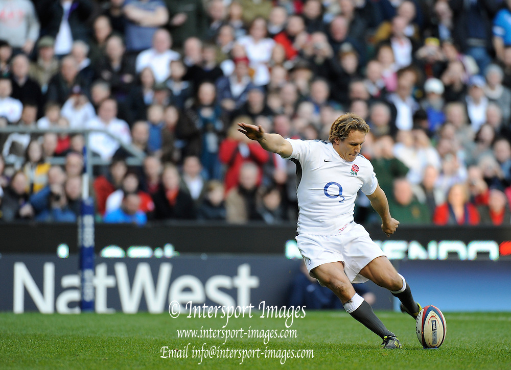 Twickenham, GREAT BRITAIN, GBR. Jonny WILKINSON kicking during the 2011 six Nations match, England vs Italy. Played at the RFU Stadium Twickenham, Surrey on Saturday   12/02/2011.  [Photo, Peter Spurrier/Intersport-images]