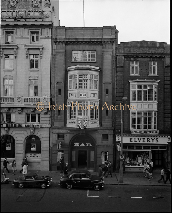 01/07/1969<br /> 07/01/1969<br /> 01 July 1969<br /> Pubs in and about Dublin. Mooneys and Co., Abbey Street Lower.
