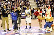 DESCRIZIONE : Vigevano LegaDue All Star Game Eurobet 2013 Est Ovest<br /> GIOCATORE : Ryan Talor Battle<br /> SQUADRA : Est Ovest<br /> EVENTO : LegaDue All Star Game Eurobet 2013<br /> GARA :  All Star Game Eurobet 2013 Gara delle Schiacciate<br /> DATA : 03/02/2013<br /> CATEGORIA : Premiazioni Gara delle Schiacciate<br /> SPORT : Pallacanestro<br /> AUTORE : Agenzia Ciamillo-Castoria/A.Giberti<br /> Galleria : LegaDue All Star Game Eurobet 2013<br /> Fotonotizia : Vigevano LegaDue All Star Game Eurobet 2013 Gara delle Schiacciate<br /> Predefinita :