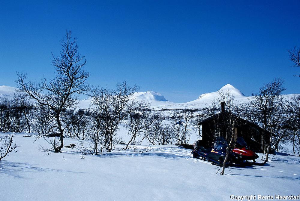 Gjeterhytte i reindriften, ved Blåfjellvatna, Lierne. Nord-Trøndelag. Southsami reindeer herding in Mid-Norway. Luru reinbeitedistrik (Låarte Sijte).