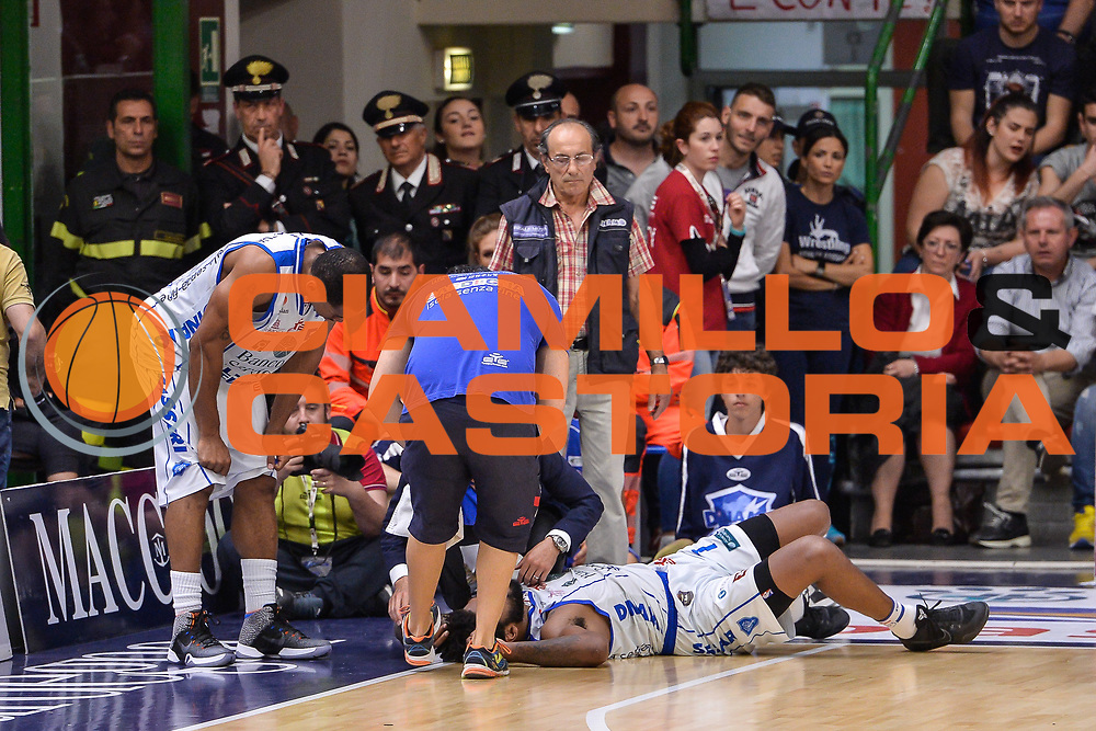 Travor Lacey Infortunio Orbitale<br /> Banco di Sardegna Dinamo Sassari - Dolomiti Energia Aquila Basket Trento<br /> Legabasket Serie A LBA Poste Mobile 2016/2017<br /> Playoff Quarti Gara3<br /> Sassari 16/05/2017<br /> Foto Ciamillo-Castoria