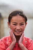 Mongolie, province de Bayan-Ulgii, région de l'ouest, jeune fille Kazakh // Mongolia, Bayan-Ulgii province, western Mongolia, Kazakh young girl