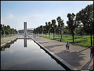 Torino, piazza d'Armi riqualificata in occasione delle olimpiadi del 2006  il nuovo parco di Piazza d'Armi è stato pensato come luogo capace di accogliere grandi eventi e manifestazioni, in stretta connessione con il complesso del nuovo Palasport Olimpico , conosciuto come PalaIsozaki ed il rinnovato Stadio Olimpico, con la Torre Maratona.