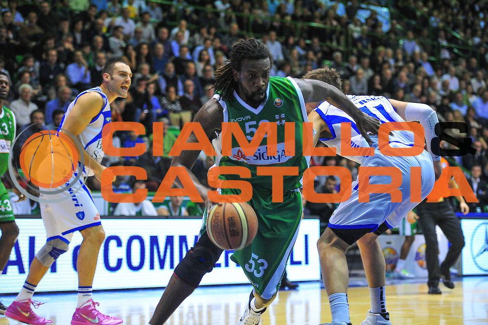 DESCRIZIONE : Sassari Lega A 2012-13 Dinamo Sassari - Sidigas Avellino<br /> GIOCATORE :Ndudi Ebi<br /> CATEGORIA :Palleggio<br /> SQUADRA : Sidigas Avellino<br /> EVENTO : Campionato Lega A 2012-2013 <br /> GARA : Dinamo Sassari<br /> DATA :11/11/2012<br /> SPORT : Pallacanestro <br /> AUTORE : Agenzia Ciamillo-Castoria/M.Turrini<br /> Galleria : Lega Basket A 2012-2013  <br /> Fotonotizia : Sassari Lega A 2012-13 Dinamo Sassari - Sidigas Avellino<br /> Predefinita :