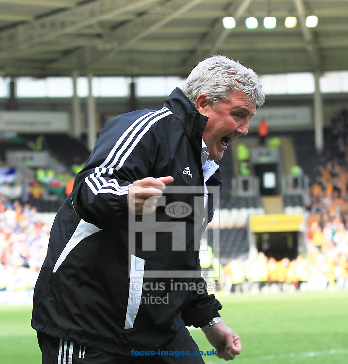 Picture by Richard Gould/Focus Images Ltd +447814 482222.04/05/2013.Steve Bruce manager of Hull City celebrates there 2nd goal the npower Championship match at the KC Stadium, Kingston upon Hull.