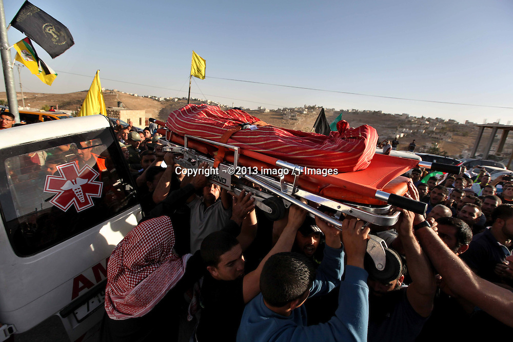 60622097  <br /> People carry the body of a Palestinian man who was shot dead by an Israeli soldier at an army base north of Jerusalem on Thursday evening, during his funeral near the West Bank city of Bethlehem, on Oct. 21, 2013. According to an Israel s military spokesperson, the Palestinian man, driving a tractor, tried to break into the Rama camp near Ramallah, prompting a soldier to shoot at him, Monday Oct. 21, 2013. Picture by imago /  i-Images<br /> UK ONLY