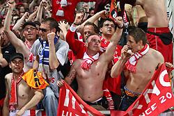 27.04.2010, Stade de Gerland, Lyon, GER, Champions League,  Olympique Lyonnais vs Bayern Muenchen, Halbfinale Rückspiel, im Bild Bayernfans feiern den FC Bayern  , EXPA Pictures © 2010, PhotoCredit: EXPA/ nph/  Straubmeier / SPORTIDA PHOTO AGENCY