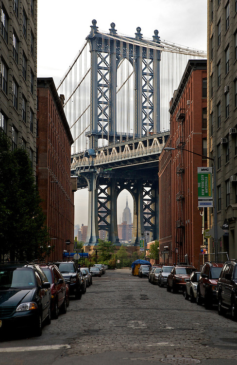 UNITED STATES-NEW YORK CITY-Manhattan Bridge. PHOTO: GERRIT DE HEUS..VERENIGDE STATEN-NEW YORK. De Manhattan Bridge met op de achtergrond het Empire State Building. PHOTO COPYRIGHT GERRIT DE HEUS