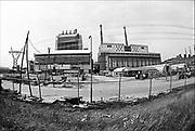 Nederland, Nijmegen, 10-4-1979De kolengestookte elekrticiteitscentrale van Electrabel in de einfase van zijn bouw in 1979.Rechts ervan de twee oudere centrales uit de dertiger en vijftiger jaren. Eind december zal hij gesloten en vervolgens gesloopt worden. Electriciteitscentrale is onderdeel van GDF SUEZ Energie Nederland. Hij zal ein dit jaar gesloten worden vanwege ouderdom, stroomoverschot en milieuakkoord. Foto: Flip Franssen