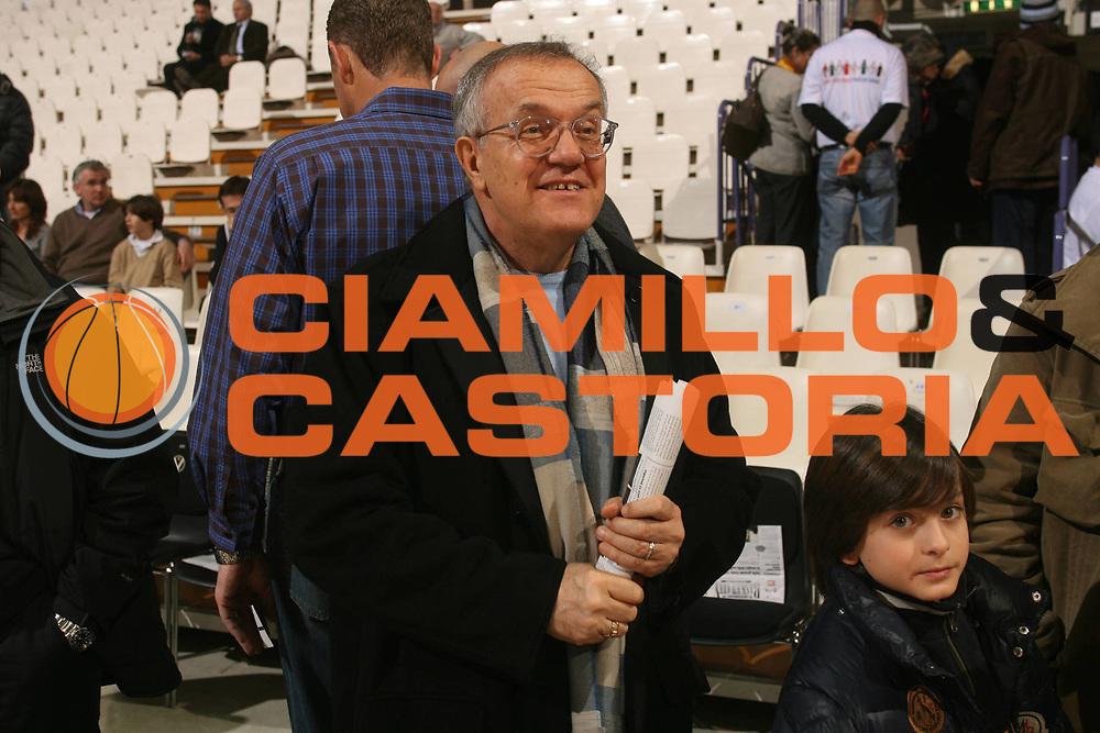 DESCRIZIONE : Bologna Coppa Italia 2006-07 Quarti di Finale Armani Jeans Milano Premiata Montegranaro <br /> GIOCATORE : Bucci  <br /> SQUADRA : <br /> EVENTO : Campionato Lega A1 2006-2007 Tim Cup Final Eight Coppa Italia Quarti di Finale <br /> GARA : Armani Jeans Milano Premiata Montegranaro <br /> DATA : 08/02/2007 <br /> CATEGORIA :  <br /> SPORT : Pallacanestro <br /> AUTORE : Agenzia Ciamillo-Castoria/M.Marchi