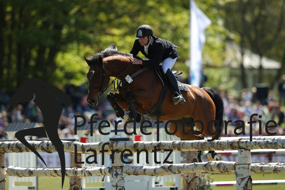 Hamburg - Hamburger Derby 2016<br /> Nothdurft, Gerald (GER) Amazing<br /> &copy; Stefan Lafrentz