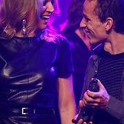 NLD/Rotterdam/20101003 - Uitreiking Edison Popprijzen 2010, pr. Maxima met de zanger van Kyteman