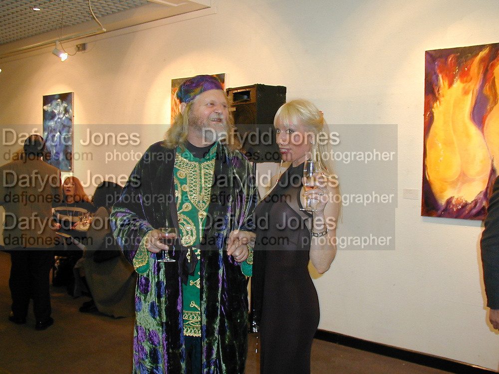 Ulla Ploughmand-Turner, The Marquess of Bath. Private view of 'A Vision of Romance' One Woman show of paintings by Ulla. The Atrium Gallery. Whitleys, Queensway, London. 22/2/00<br /> © Copyright Photograph by Dafydd Jones 66 Stockwell Park Rd. London SW9 0DA Tel 0171 733 0108 www.dafjones.com