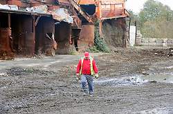 © Licensed to London News Pictures.18/11/2017.<br /> Orpington, UK.<br /> WORKMAN ON THE CLEAR SITE<br /> The infamous Waste4fuel rubbish site in Orpington is due to be totally clear of waste on Monday. Work began to clear the site from 27.000 tons of waste a year ago at Cornwall Drive, Now the site has about 27 tons of rubbish left to clear. Altogether the clearance cost of the waste mountain has come to around £4.5 million with most of the money coming from government and the Enviroment Agency.<br /> Photo credit: Grant Falvey/LNP