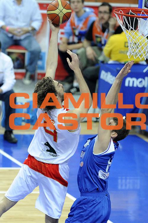 DESCRIZIONE : Katowice Poland Polonia Eurobasket Men 2009 Finale 1 2 posto Final 1st 2nd place Spagna Spain Serbia<br /> GIOCATORE : Pau Gasol<br /> SQUADRA : Spagna Spain<br /> EVENTO : Eurobasket Men 2009<br /> GARA : Spagna Spain Serbia<br /> DATA : 20/09/2009 <br /> CATEGORIA : tiro<br /> SPORT : Pallacanestro <br /> AUTORE : Agenzia Ciamillo-Castoria/G.Ciamillo<br /> Galleria : Eurobasket Men 2009 <br /> Fotonotizia : Katowice  Poland Polonia Eurobasket Men 2009 Finale 1 2 posto Final 1st 2nd place Spagna Spain Serbia<br /> Predefinita :
