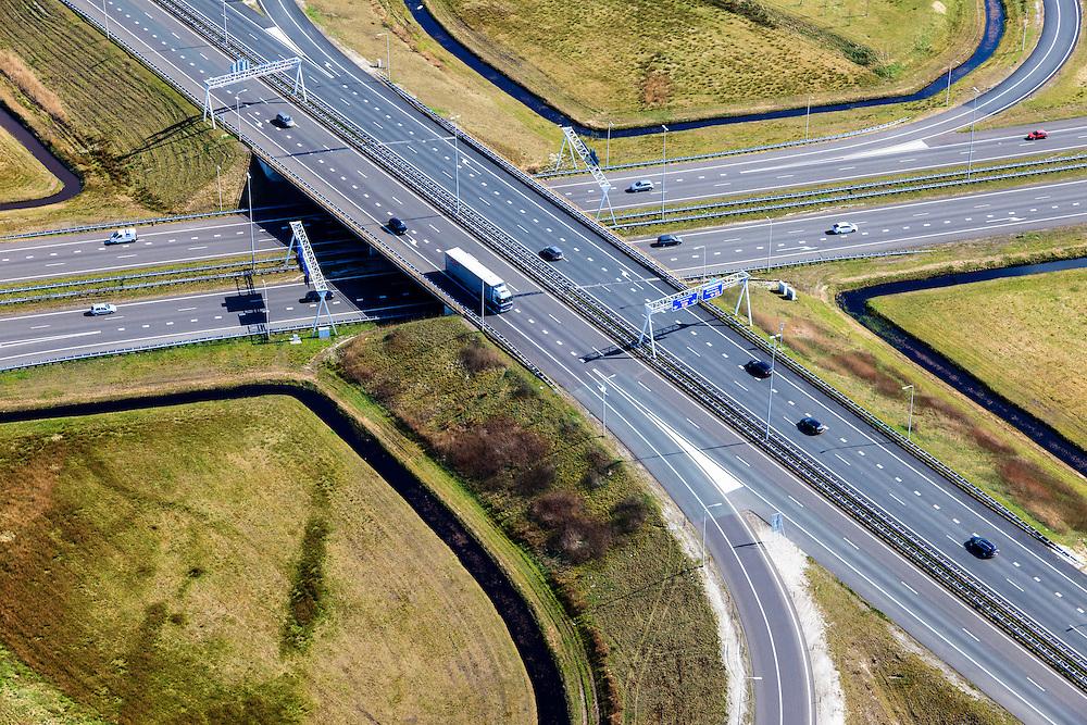 Nederland, Friesland, Gemeente Heerenveen, 01-05-2013; knooppunt Heerenveen, klaverblad. Kruising A32 naar Leeuwarden en Meppel / Zwolle, A7 naar Joure en Drachten / Groningen (linksboven).<br /> Junction Heerenveen (Friesland, Northern Netherlands, cloverleaf.<br /> luchtfoto (toeslag op standard tarieven)<br /> aerial photo (additional fee required)<br /> copyright foto/photo Siebe Swart