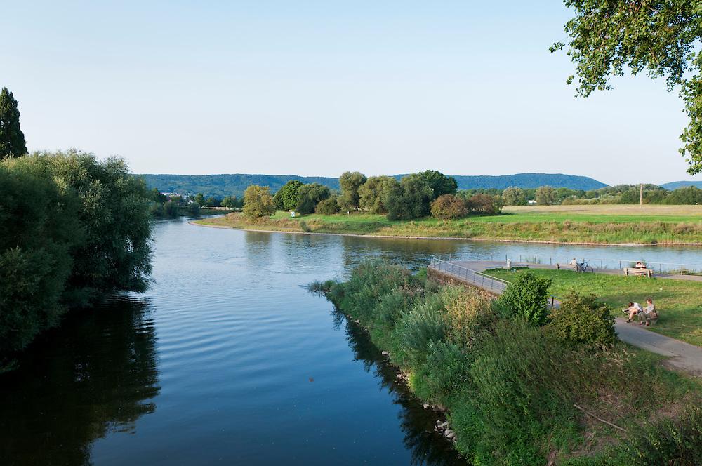 DEU,Deutschland,Nordrhein-Westfalen,NRW,Bad Oeynhausen, Mündung der Werre (Vordergrund) in die Weser. Sogenannter Werre-Weser-Kuss
