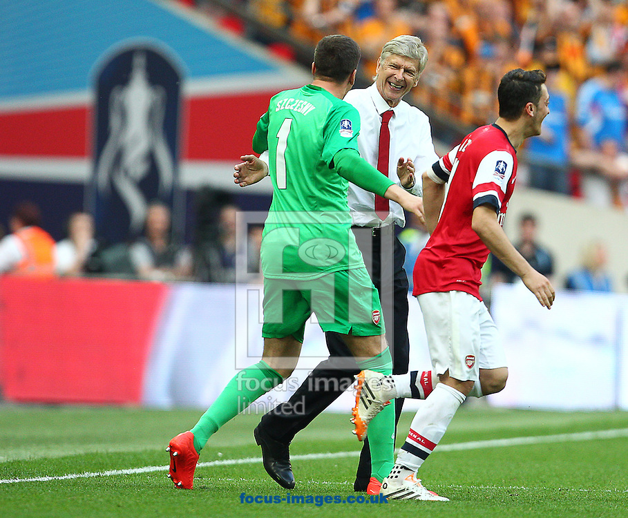 Ars&egrave;ne Wenger ( C ), Manager of Arsenal celebrates with Mesut Ozil and Wojciech Szczesny ( L ) at the final whistle during the The FA Cup Final match at Wembley Stadium, London<br /> Picture by Paul Terry/Focus Images Ltd +44 7545 642257<br /> 17/05/2014