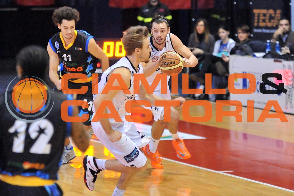 DESCRIZIONE : Biella LNP DNA Adecco Gold 2013-14 Angelico Biella Upea Capo D&rsquo;Orlando<br /> GIOCATORE : Tommaso Raspino<br /> CATEGORIA : Palleggio Contropiede<br /> SQUADRA : Angelico Biella<br /> EVENTO : Campionato LNP DNA Adecco Gold 2013-14<br /> GARA : Angelico Biella Upea Capo D&rsquo;Orlando<br /> DATA : 19/01/2014<br /> SPORT : Pallacanestro<br /> AUTORE : Agenzia Ciamillo-Castoria/S.Ceretti<br /> Galleria : LNP DNA Adecco Gold 2013-2014<br /> Fotonotizia : Biella LNP DNA Adecco Gold 2013-14 Angelico Biella Upea Capo D&rsquo;Orlando<br /> Predefinita :