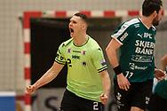 HÅNDBOLD: Nicolai Pedersen (Nordsjælland) jubler efter sin første scoring under kampen i 888-Ligaen mellem Nordsjælland Håndbold og Skjern Håndbold den 7. marts 2018 i Helsinge Hallen. Foto: Claus Birch.
