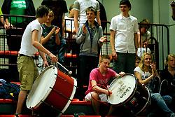 11-04-2009 VOLLEYBAL: ASICS OPEN: APELDOORN <br /> In Apeldoorn werden de finales van AsicsOpen georganiseerd / Sudosa Assen - jeugd publiek support<br /> ©2009-WWW.FOTOHOOGENDOORN.NL