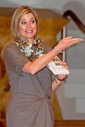 Koningin Maxima is woensdag 30 maart 2016 aanwezig bij het symposium 'Muziekeducatie doen we samen' in het Conservatorium van Amsterdam. Tijdens het symposium staat de vraag centraal hoe de groepsleerkracht en de vakdocent muziek samen kunnen zorgen voor goed muziekonderwijs op de basisschool. <br /> <br /> Queen Maxima is Wednesday, March 30th, 2016 attended the symposium &quot;Music Education we do together 'at the Amsterdam Conservatory. During the symposium, the central question is how the class teacher and the teacher of music can combine to good music education in primary school.
