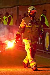 19.05.2010, Hypo Group Arena, Klagenfurt, AUT, Freundschaftsspiel, Österreich vs Kroatien im Bild bengalisches Feuer, Flamme, Feature mit Feuerwehmann, EXPA Pictures © 2010, PhotoCredit: EXPA/ J. Feichter / SPORTIDA PHOTO AGENCY