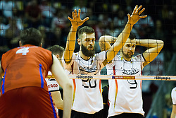 09.01.2016, Max Schmeling Halle, Berlin, GER, CEV Olympia Qualifikation, Deutschland vs Russland, im Bild Philipp Collin (#20, GER) fixiert seinen Gegner // during 2016 CEV Volleyball European Olympic Qualification Match between Germany and Russia at the Max Schmeling Halle in Berlin, Germany on 2016/01/09. EXPA Pictures © 2016, PhotoCredit: EXPA/ Eibner-Pressefoto/ Wuechner<br /> <br /> *****ATTENTION - OUT of GER*****