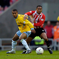 Photo. Glyn Thomas, Digitalsport<br /> NORWAY ONLY<br /> <br /> Sunderland v Crystal Palace, Nationwide League Division One Playoff Semi-finals Second Leg, 16/05/2004.<br /> Sunderland's Jeff Whitley (R) tangles with Palace's Wayne Routledge.