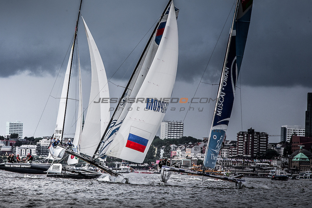 2015 Extreme Sailing Series - Act 5 - Hamburg.<br /> The Wave, Muscat skippered by Leigh McMillan (GBR) and crewed by Sarah Ayton (GBR), Pete Greenhalgh (GBR), Ed Smyth (NZL), Nasser Al Mashari (OMA).<br /> Credit Jesus Renedo.