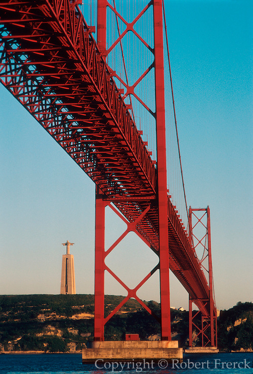 PORTUGAL, LISBON Ponte 25th de Abril over Tagus