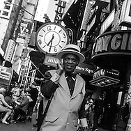 New York. Times square. people in the street of Times square area.   Manhattan / passants, Times square scenes de rue,   New york - Etats unis
