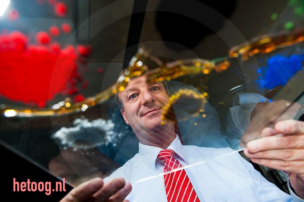 Nederland, hengelo 7okt2011 portret van de ondernemer Bas van der Geest, directeur van Rolsma.Advanced Biobased Paintes. Bedrijf produceert en gebruikt de ouderwetse.lijnolieverf  voor professionele schilderklussen. Verf wordt deels nog op.ambachtelijke wijze gemaakt.