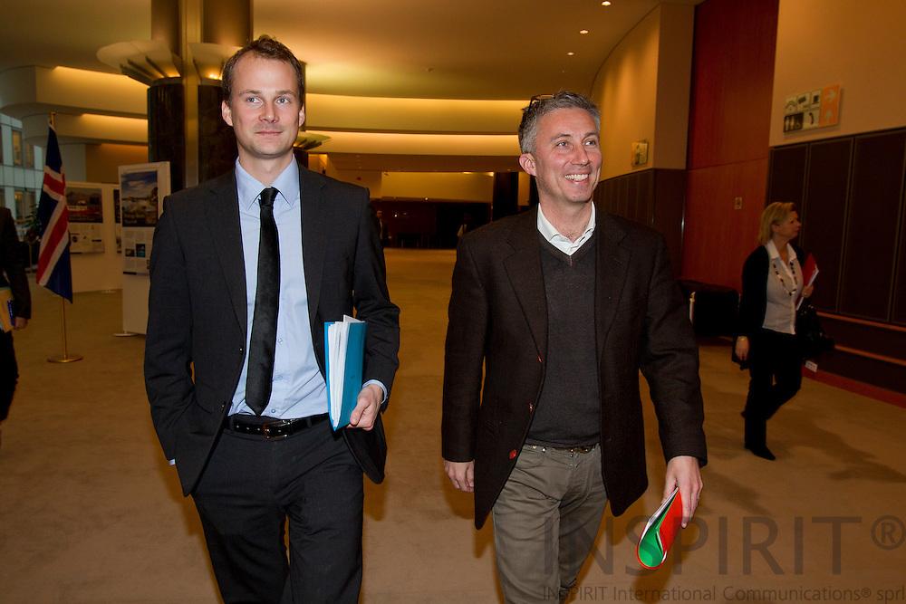 Torsten Laksafoss Holbek, Pressekonsulent og MEP Morten Loekkegaard paa vej til udvalgsmoede i kulturudvalget i Europa-Parlamentet i Bruxelles den 24 januar 2011. Photo: Erik Luntang/INSPIRIT Photo