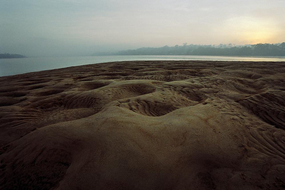 Brazil, rio oiapoque, Amapa.<br />   <br /> Ilha do sol, &quot;l'ile du soleil&quot;. D'un cote de l'ile la Guyane, de l'autre le Bresil.